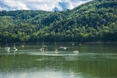 Jezioro i łodzie zdjęcia stock