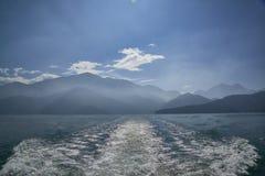 Jezioro i góra Zdjęcie Stock