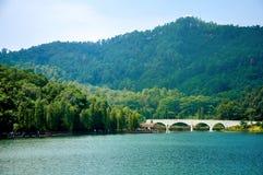 Jezioro i góra Obrazy Royalty Free