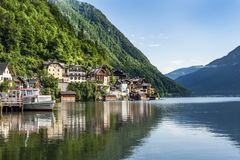 Jezioro i góra przy Hallstatt, Austria obrazy stock