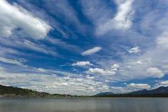 Jezioro i niebo w bavaria Fotografia Stock