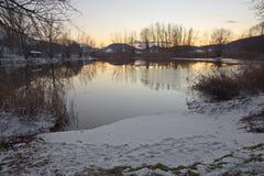 Jezioro i śnieg Zdjęcia Royalty Free