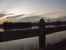 Jezioro i ogrodzenie Zdjęcie Stock