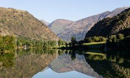 Jezioro i scenerii odbicie zdjęcia royalty free