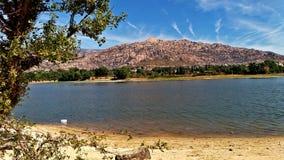 Jezioro i widoki górscy w Hiszpania Obrazy Stock
