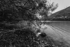 Jezioro krajobraz, czarny i biały Zdjęcie Royalty Free
