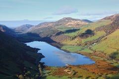 Jezioro krajobraz w Walijskiej dolinie Zdjęcia Royalty Free