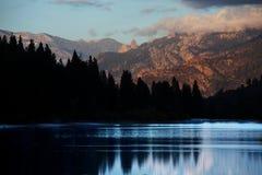 Jezioro na zmierzchu Zdjęcie Royalty Free