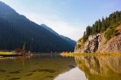 Jezioro, odbicie, góra, las Obraz Stock