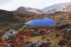 Jezioro pod chmurnym niebem, Sikkim Obrazy Royalty Free