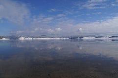 Jezioro, pokrywa z śniegiem Obrazy Royalty Free