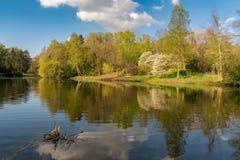 Jezioro przy Ehrenmal Wittringen, Niemcy obrazy stock