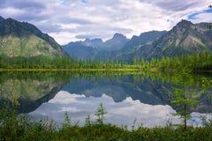 Jezioro przy Kodar pasmem Obraz Stock