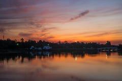 Jezioro przy mrocznym czasem Fotografia Royalty Free