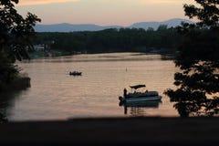 Jezioro przy nighttime fotografia royalty free
