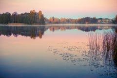 Jezioro przy wschodem słońca w spadku fotografia royalty free