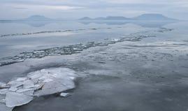 Jezioro przy zimą Zdjęcie Royalty Free