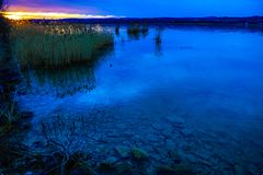 Jezioro przy zmierzchem zdjęcia royalty free