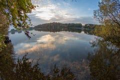Jezioro przy zmierzchem Fotografia Royalty Free
