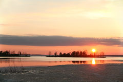 Jezioro przy zmierzchem Finlandia obraz stock