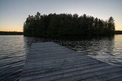 Jezioro przy zmierzchu dokiem Fotografia Stock