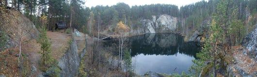 Jezioro Talkował kamień - jest jeden piękni jeziora Środkowi Urals obraz royalty free