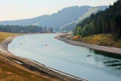 Jezioro tworzący mężczyzna zdjęcie royalty free