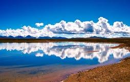Jezioro Tybetański plateau fotografia stock