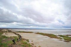 Jezioro w chmurnej pogodzie obraz stock