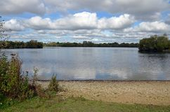 Jezioro w Cotswold okręgu Zdjęcia Stock