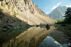 Jezioro w górach Fotografia Royalty Free