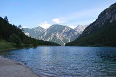 Jezioro w górach Zdjęcia Royalty Free