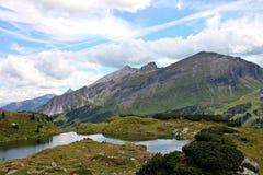 Jezioro w górach, Europe, podróżuje obraz royalty free