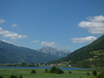 Jezioro w górach Montenegro, campingowy Lakeviews Zdjęcia Royalty Free