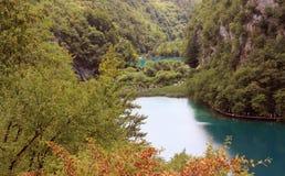 Jezioro w halnym wąwozie Obrazy Stock