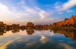 Jezioro w jesieni Zdjęcie Stock