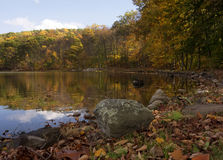 Jezioro w jesieni Zdjęcia Stock
