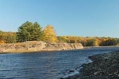 Jezioro w jesieni Zdjęcia Royalty Free