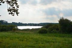 Jezioro w jutrzenkowym słońcu Obraz Stock