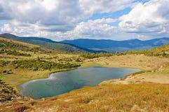 Jezioro w Karpackich górach Ukraina zdjęcie stock