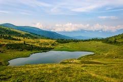 Jezioro w Karpackich górach Ukraina fotografia royalty free