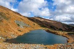 Jezioro w Karpackich górach Ukraina obrazy royalty free