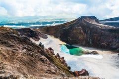 Jezioro w kraterze wulkan Goreliy na Kamchatka, Rosja Zdjęcia Royalty Free