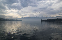 Jezioro w mgle Zdjęcie Royalty Free