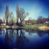 Jezioro w miasto kwadracie na obrzeżach miasto, zdjęcia royalty free