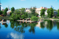 Jezioro w Moskwa zoo, Czerwiec 28, 2017 Zdjęcie Stock