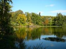 Jezioro w parku Zdjęcia Royalty Free