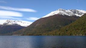Jezioro w południe obrazy stock