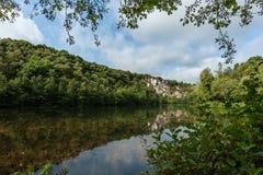 Jezioro w starym łupie Mont Castre, Normandy Francja Zdjęcia Royalty Free
