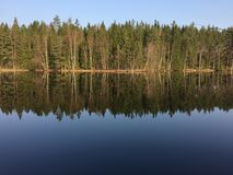 Jezioro w Szwecja, Håcksvik, Västra Götaland obrazy stock